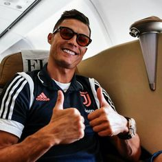Look Around maybe is travelling with you! Cristiano Ronaldo Style, Cristano Ronaldo, Cristiano Ronaldo Juventus, Ronaldo Football, Nike Football, Cr7 Underwear, Portugal National Team, Sports Celebrities, Women In Leadership