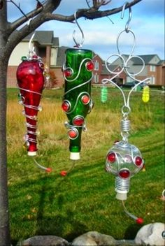 Something to do with the wine bottle.Humming bird feeders made from old wine bottles Old Wine Bottles, Wine Bottle Crafts, Bottles And Jars, Bottle Art, Glass Bottles, Photos Colibri, Yard Art, Diy Projects To Try, Craft Projects