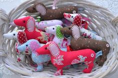 Dachshund sausage dog hanger, lavender-scented I think they could be used at Christmas ornaments. Best ever ETSY merchant, love each of the many doxies adopted at her place ! Lavender Scent, Lavender Fields, Purple Roses, Rose Flowers, Container Flowers, Applique Quilts, Crafty Projects, Blue Cream, Needle Felting