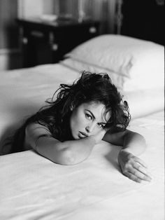 Monica Bellucci Her full name is Monica Anna Maria Bellucci. She was born on September 30 1964 in the province of Perugia in Italy. The post Monica Bellucci appeared first on Fotografie. Bouidor Photography, Boudoir Photography Poses, Boudoir Poses, Glamour Photography, Boudoir Photo Shoot, Hipster Photography, Beach Boudoir, Japanese Photography, Fashion Photography