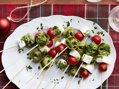 Tortellini Skewers recipe from Ree Drummond via Food Network. I use Trader Joe's cheese-stuffed spinach tortellini (in the deli section where they sell fresh pasta). Christmas Appetizers, Appetizers For Party, Skewer Appetizers, Popular Appetizers, Christmas Meals, Italian Christmas, Canapes, Yummy Appetizers, Christmas Holiday