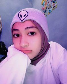 Gadis Berhijab Cantik Idaman Hati - Hijaber Smile Beautiful Hijab Girl, Beautiful Muslim Women, Hijab Caps, Modern Hijab Fashion, Hijab Fashionista, Casual Hijab Outfit, Hijab Tutorial, Selfie Poses, Girl Hijab