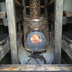 Mittari huitelee 70 asteessa kunnon löylyistä nauttivia mahtuisi vielä lauteille... Lämpöä näyttää riittävän kannella oleskeluunkin. #kesänsauna #oulunsauna (#saunalautta #yleinensauna #publicsauna #sauna #oulu )