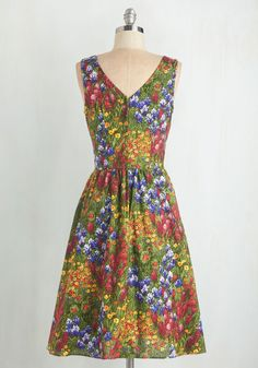 I Field Good Dress. Inspire pastoral poetry when decked out in the vivid florals of this vintage-inspired midi dress! #multi #wedding #modcloth