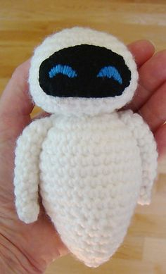 Ravelry: Eve from Wall-e pattern by Ann Stiver-Balla