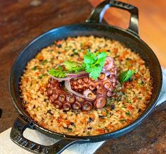 Comida Latina, Paella, Ethnic Recipes, Food, Octopus, Confectionery, Beef Recipes, Moustache, Drawings