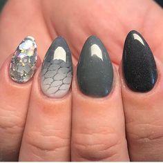 23 Charming Gray Nail Art Designs for 2019 – Eva van Driel – Nagel Dark Grey Nails, Grey Nail Art, Gorgeous Nails, Pretty Nails, Acrylic Nails Stiletto, Nail Art Instagram, Finger, Grey Nail Designs, How To Cut Nails