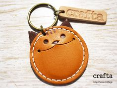 "Leather key chain ""Coin Cat"" camel leather – Bag World Leather Art, Sewing Leather, Leather Pattern, Leather Pieces, Leather Design, Leather Tooling, Leather Jewelry, Leather Diy Crafts, Leather Projects"
