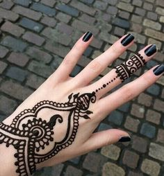 Imagen vía We Heart It #arabic #art #girl #henna #indian #cute