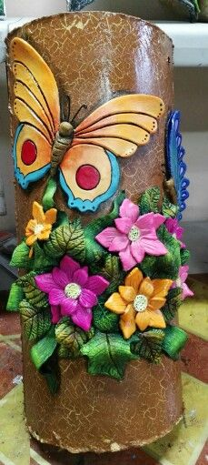 Would be nice on plant pot Glass Bottle Crafts, Bottle Art, Clay Flowers, Flower Vases, Carnival Crafts, Diy And Crafts, Arts And Crafts, Clay Art Projects, Ceramic Techniques