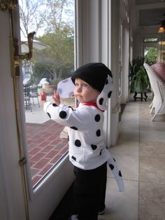 kids diy dog costumes   Have to say the subject is pretty cute with or without the costume :)