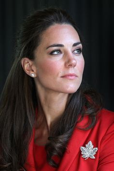 For a reception at Calgary Zoo during the Royal Tour of Canada, she sported another heirloom: the Queen Mother's maple leaf brooch. Her diamond earrings were wedding gifts from her parents.