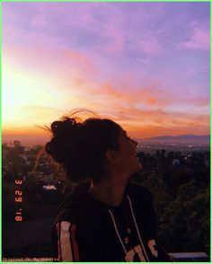If you can& find sunshine, be sunshine photography Portrait Photography Poses, Tumblr Photography, Tumblr Aesthetic Photography, Teen Girl Photography, Photography Backgrounds, Photography Basics, Photography Magazine, Photography Equipment, Digital Photography