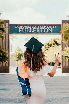 College Graduation Photos, College Senior Pictures, College Graduation Pictures, Graduation Picture Poses, Graduation Portraits, Graduation Photography, Graduation Photoshoot, Grad Pics, Grad Pictures