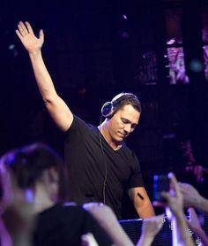 DJ Tiesto MY #1 favorite DJ ever!!!!!