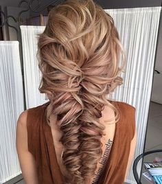 Pin by kelsey on hair peinados pelo ondulado, peinados con t Cute Braided Hairstyles, Prom Hairstyles For Long Hair, Braided Updo, Cool Hairstyles, Fishtail Braid Wedding, Teenage Hairstyles, Updos Hairstyle, Layered Hairstyles, Homecoming Hairstyles