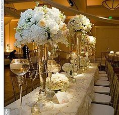 large gold Candelabra for wedding reception drapped with crystals | Composition d'hortensias, roses vase martini 120€
