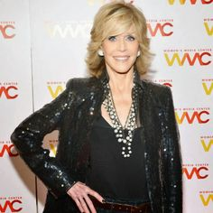 This time Jane Fonda doesn't resort to any special volume-enhancers, emphasizing on the natural style of her silky locks which are supposed to look casual to match her stylish outfit – the black skinny jeans and sequin jacket. Curled-Out Style With Natural Volume picture is a part of images from 30 Best Jane Fonda Hairstyles article,