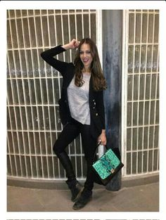 Eva Gonzalez con blazer y bolso de Ewigem