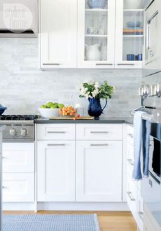 Love this backsplash! contemporary/Shaker-style cabinets, grey quartz countertop, marble-tiled backsplash (Style at Home) Kitchen Cabinets And Backsplash, White Shaker Kitchen Cabinets, White Marble Kitchen, Shaker Style Cabinets, Kitchen Cabinet Hardware, Kitchen Cabinet Design, Backsplash Design, Backsplash Ideas, Backsplash Marble