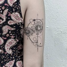 The geometric tattoo is one of the tattoos that has grown in popularity and retains it's staying power. Its one of the cool, incredible tattoos that many tattoo lovers and artist among other people… Fibonacci Tattoo, Tatouage Fibonacci, Fractal Tattoo, Sexy Tattoos, Body Art Tattoos, Tattoos For Guys, Tatoos, Geometric Tattoo Pattern, Pattern Tattoos