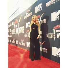 Photos: Debby Ryan Stunning In Black At The 2014 MTV Movie Awards