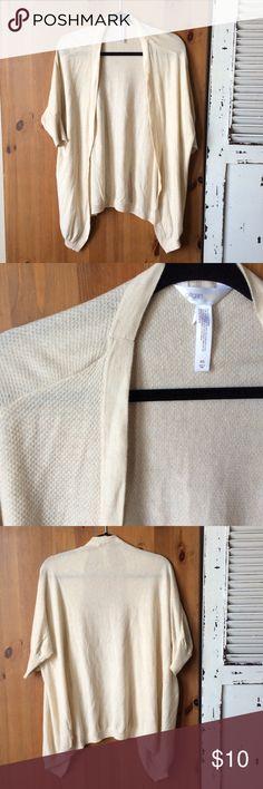 💟Gillian & O'Malley sleepwear cream cardigan Gillian & O'Malley sleepwear cream cardigan. Never worn. Feel free to bundle💕 Gilligan & O'Malley Intimates & Sleepwear