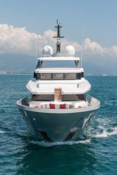 Luxury motor yacht FOAM