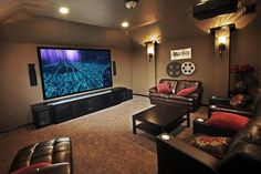 Home theaters minimalista Cool Dramatic Home Theater Design With Beautiful Curtains on Every Wall : Cool D. - Home Theater Systems -