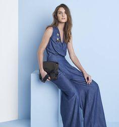 O macacão é a peça desejo desse inverno e a tendência do full jeans promete durar.  Shop now! #estilosacada