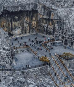 The Longmen Grottoes (Dragons Gate) is a Buddhist cave complex located 13 kilometers south of Luoyang in China's Henan province. Luoyang, Beautiful Places To Travel, Cool Places To Visit, Wonderful Places, Places Around The World, Around The Worlds, Architecture Antique, Beautiful Architecture, Architecture Design