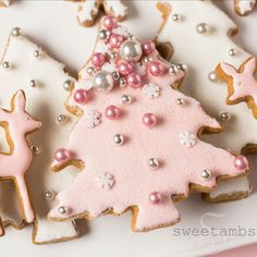 Pink Winter Wonderland Cookies - Collab with Haniela's! Christmas Biscuits, Christmas Sugar Cookies, Christmas Sweets, Noel Christmas, Pink Christmas, Christmas Goodies, Christmas Baking, Gingerbread Cookies, Christmas Presents