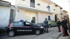 Italië pakt 90 maffiaverdachten op - Buitenland - TROUW