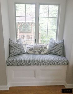 Quadrille Volpi Slate Navy and Persepolis Cream Brown Navy Pillows and Cushion Small Space Interior Design, Home Room Design, Interior Design Living Room, Window Seat Cushions, Window Benches, Chair Cushions, Window Seats Bedroom, Bedroom Windows, Bedroom Nook