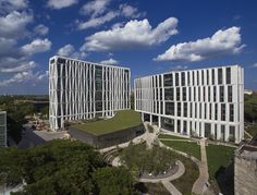 University of Chicago Campus North Residential Commons,© Tom Harris Photography