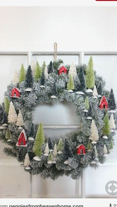 Christmas DIY : - Ask Christmas - Home of Christmas Inspiration & Deals Noel Christmas, Winter Christmas, Christmas Ornaments, Christmas Heaven, Christmas Tree Wreath, Christmas Wresths, Cottage Christmas, Christmas Island, Christmas Vacation