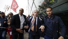 ¡Viva la Revolución!  Air France executives hopped fences to flee a board meeting.
