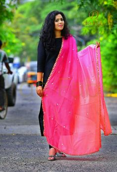 How To Wear A Dupatta – Different Types & Draping Style Ideas Thanks to ever-changing designs, your dupatta choices are practically endless. Ethnic Outfits, Indian Outfits, Fashion Outfits, Ethnic Clothes, Indian Clothes, Womens Fashion, Indian Attire, Indian Wear, Churidar Designs