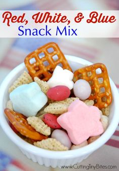 Snack mix for the Fourth of July. Great sweet and salty snack for kids! Breakfast Food List, Breakfast Recipes, Star Snacks, Kid Snacks, Fourth Of July Food, July 4th, Classroom Treats, Salty Snacks, Holiday Recipes