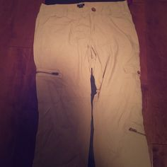 City fit lightweight cotton cargo capris Cute zipper details & cargo pockets. Lightweight. Size 10. Cotton. Worn once- like new! J. Crew Pants Capris