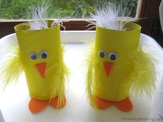Make these cute easter bunny and chick holders for your easter treats! Easter Arts And Crafts, Spring Crafts For Kids, Bunny Crafts, Craft Projects For Kids, Crafts For Kids To Make, Easter Crafts For Kids, Toddler Crafts, Preschool Crafts, Craft Ideas