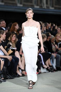 Pin for Later: The Women Ruled the Runway at Givenchy's Men's Show Natalia Vodianova channeled a modern goddess look.