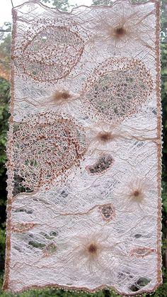 https://flic.kr/p/uGQSX | Transparence | Exposé au Festival de la Bourboule 2005. Défi proposé ECP France.  Panneau de fibres végétales, piqué libre sur avalon.