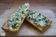 Knoblauchbrot Dieses Brot ist ein tolles Rezept zum Grillen, für eine Gartenparty oder einfach nur als Beilage. Das beste ist noch, dass ihr dieses Brot einfach schnell zuzubereiten ist.