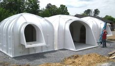 greenroofed Hobbit home anyone can build in just 3 days Magic Green Homes underground architecture underground homes green roof prefab housing prefab vaulted panels green. Earthship, Green Magic Homes, Green Homes, Casa Dos Hobbits, Homestead Property, Earth Sheltered Homes, Casas Containers, Underground Homes, Green Architecture