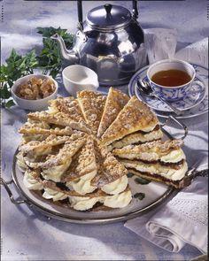 Unser beliebtes Rezept für Friesentorte mit Pflaumenmus und Sahne und mehr als 55.000 weitere kostenlose Rezepte auf LECKER.de.