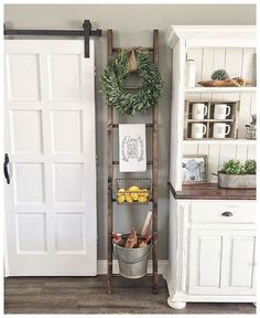 Home Decoration - 37 Great Farmhouse Decoration Ideas To Bring Creative Look - Wallpaper Pinme Country Farmhouse Decor, Farmhouse Kitchen Decor, Rustic Decor, Farmhouse Style, Modern Farmhouse, Vintage Farmhouse, Country Kitchen, Farmhouse Ideas, Rustic Style