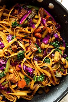 How about some pasta which for a change isn't Italian style .Something minus tomatoes or cream . Something minus olive oil and herbs . Something that is bold and spicy and perfect for this rainy weather. Dinner tonight was Vegan Mongolian noodles and veggies stir fry in spicy soy ginger sauce for us . I […] Vegan Recipes Beginner, Delicious Vegan Recipes, Healthy Recipes, Yummy Food, Soy Ginger Sauce, Vegan Spinach Dip, Fried Tomatoes, Salsa Picante, Veggie Stir Fry