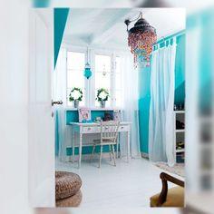 Turquoise walls. That seems my future chambre. Précisément ouï
