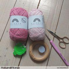 Haakpatroon Lieffies Bijtring/Rammelaar – Haken@Home Crochet Crafts, Baby Shoes, Diy, Amigurumi, Crocheting, Patterns, Craft Work, Kids, Build Your Own